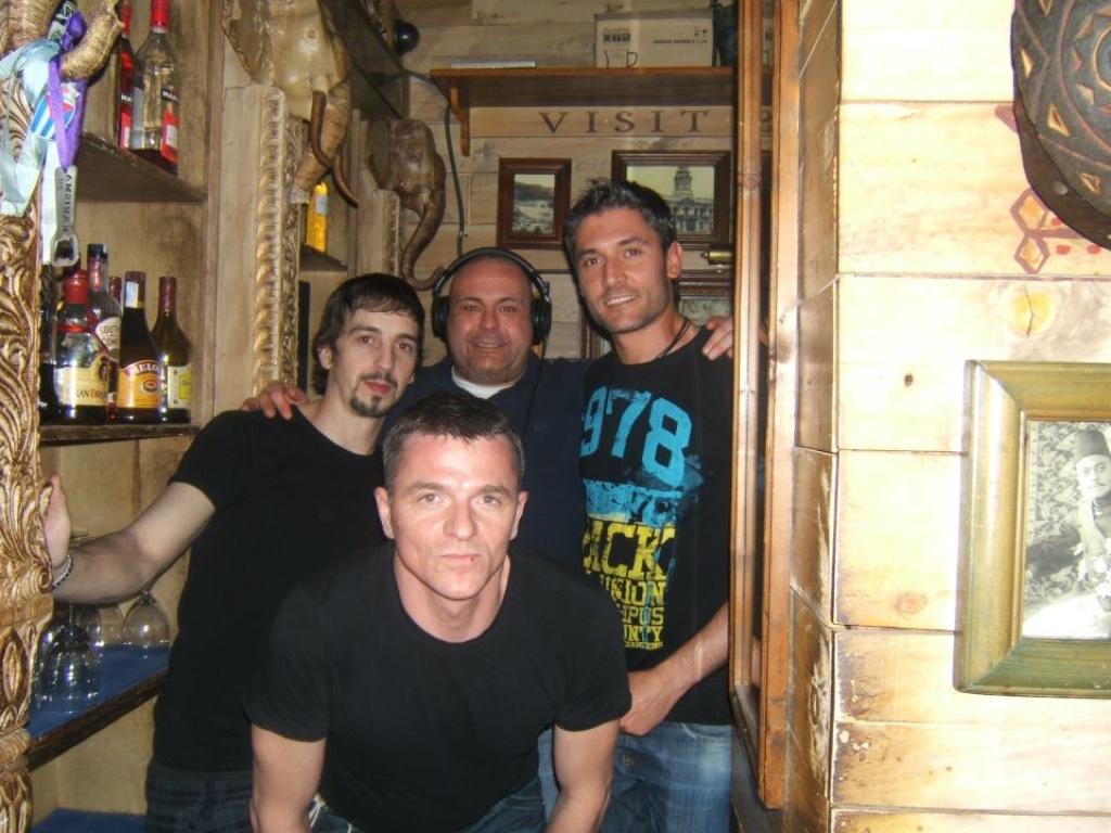 Clientes y amigos-07
